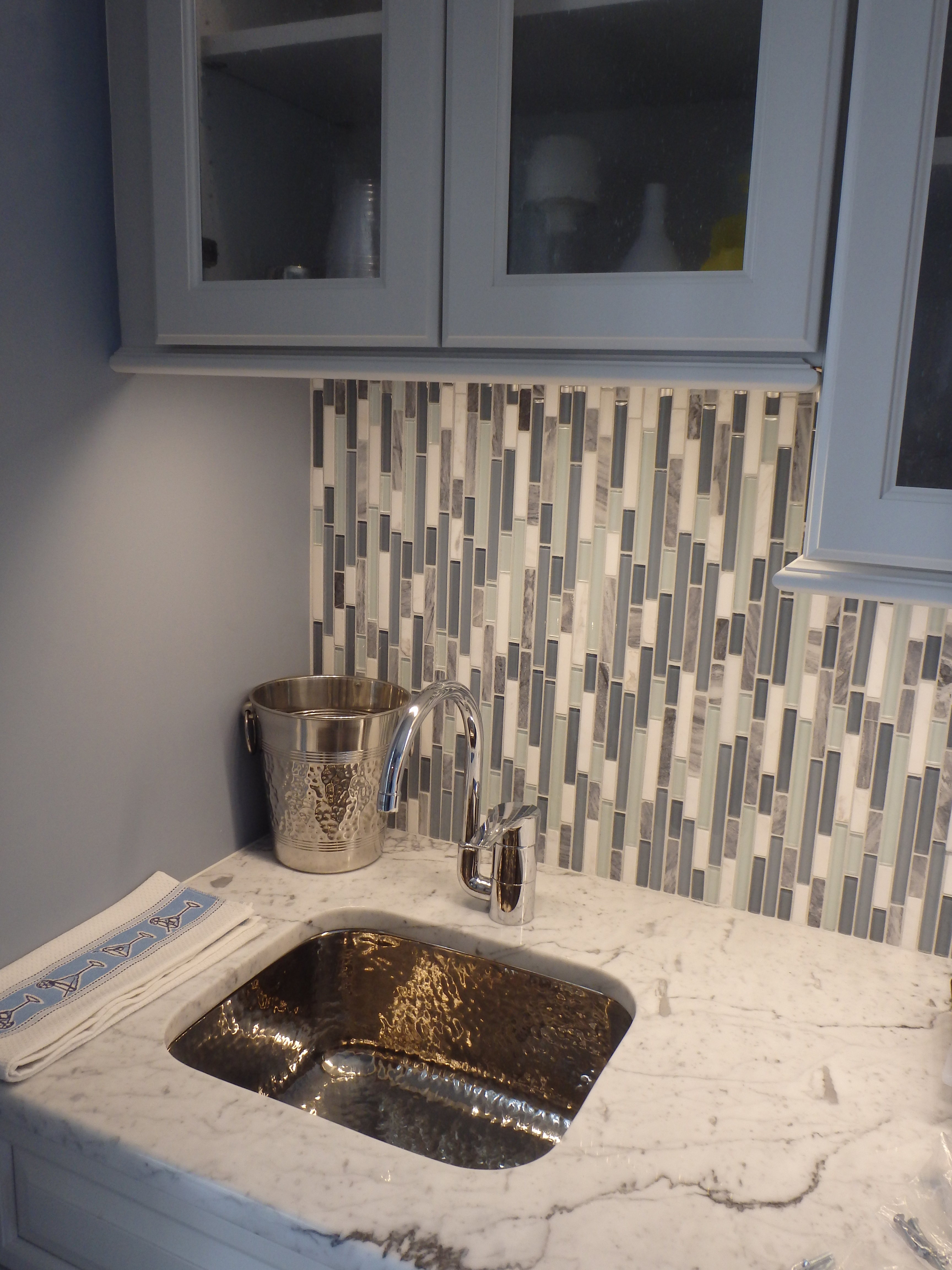 - Inspiring Kitchens -- Glass And Stone Linear Mosaic Used For A Bar